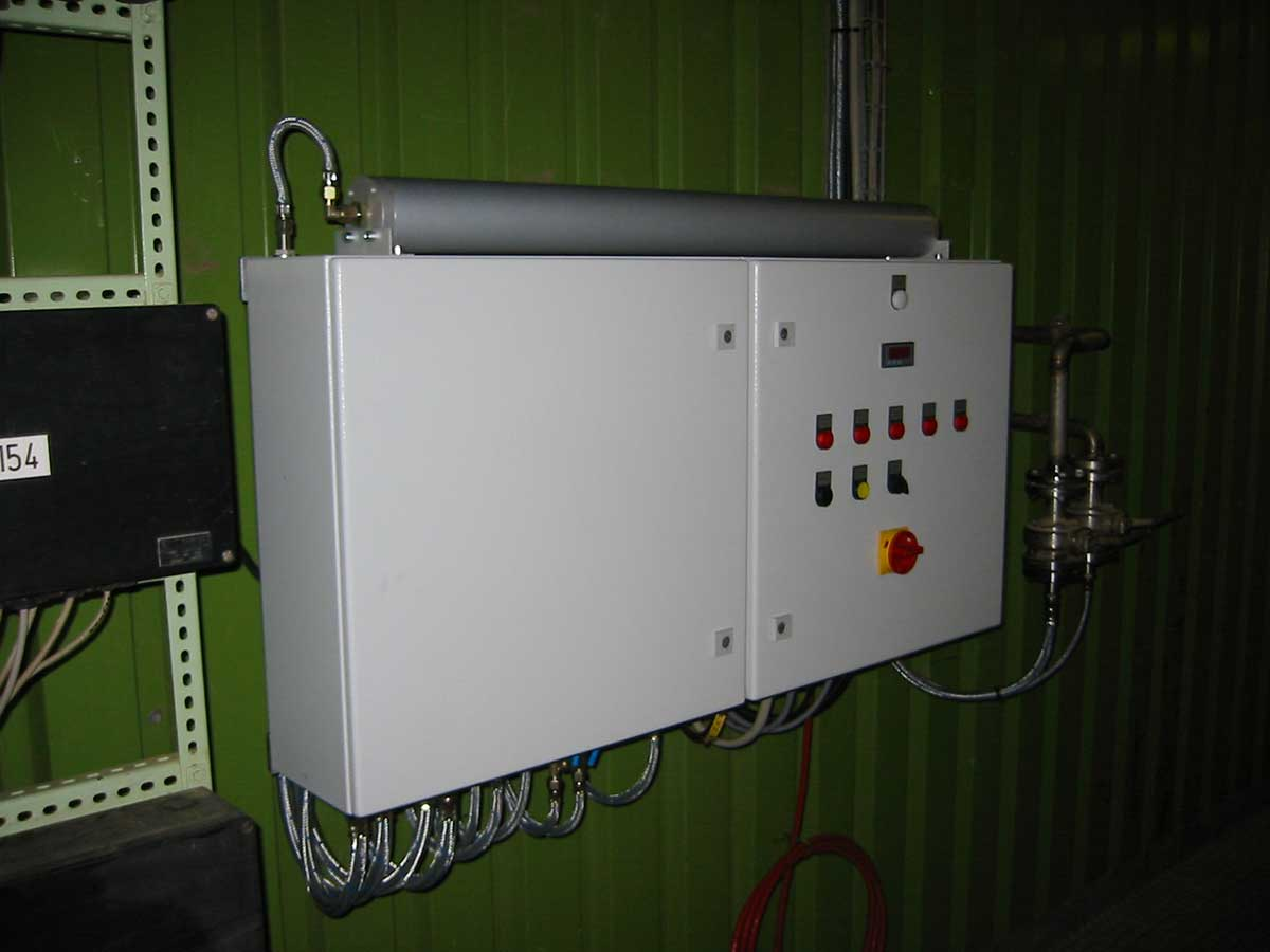 Electrical and control cabinet with supplementary air pump
